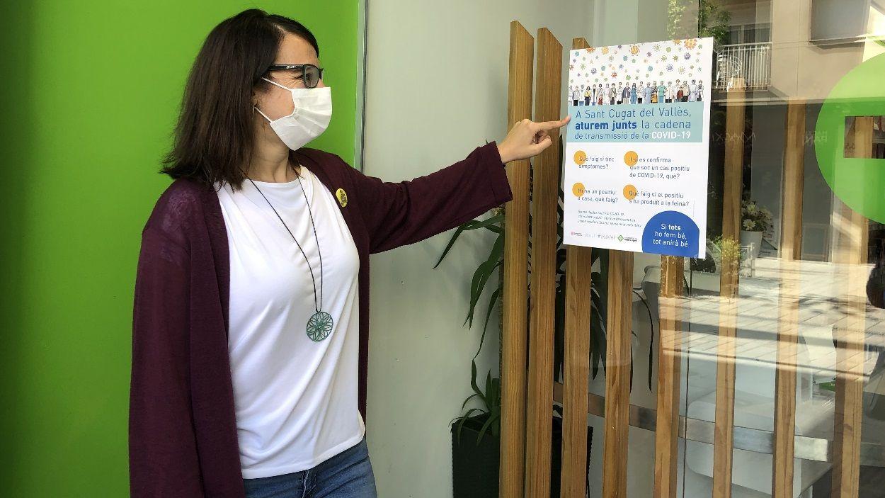 La regidora de Salut, Gemma Aristoy, ha presentat la campanya en una farmàcia de Sant Cugat / Foto: Cugat Mèdia