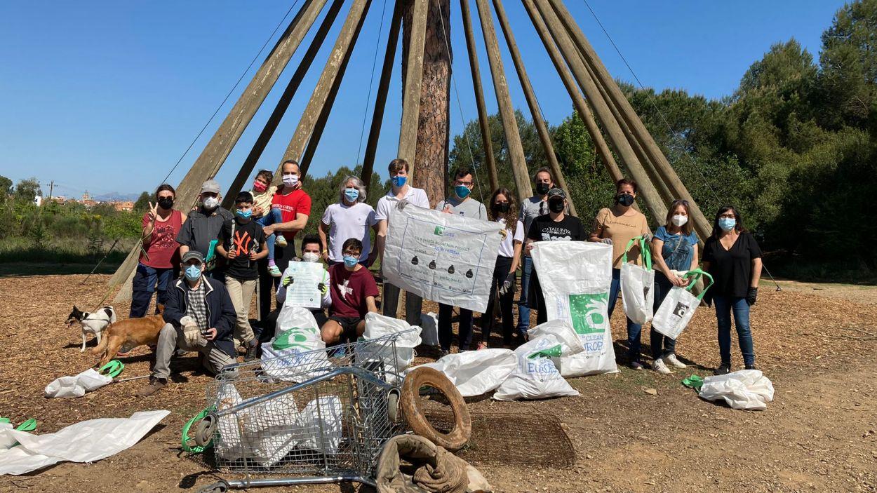 Junts per Sant Cugat ha protagonitzat una recollida de brossa al Pi d'en Xandri / Foto: Junts per Sant Cugat