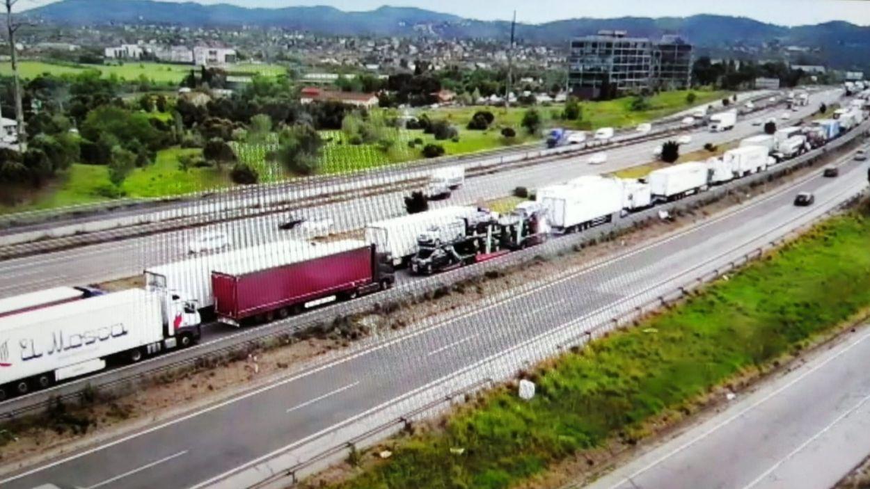Dos morts en un xoc entre un turisme i una furgoneta a l'AP-7 a Sant Cugat