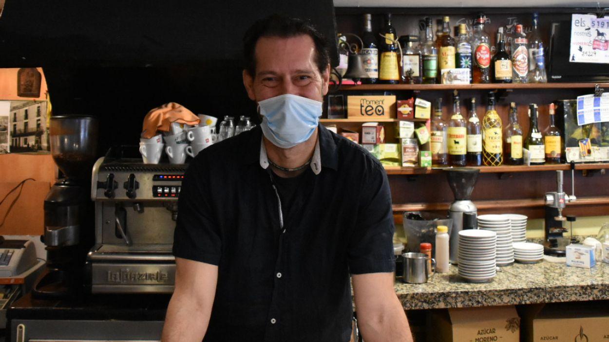 El propietari del bar Caballu Petit, Gabriel Castañé / Foto: Cugat Mèdia