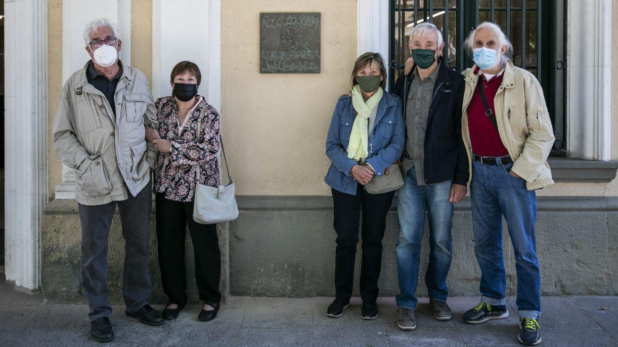 Els nets de Roc Codó han assistit a la col·locació de la placa / Foto: Lali Puig