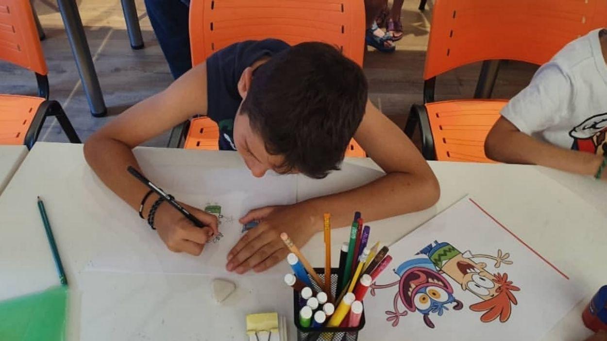 Un nen dibuixant en els tallers del Museu del Còmic / Foto: Cedida