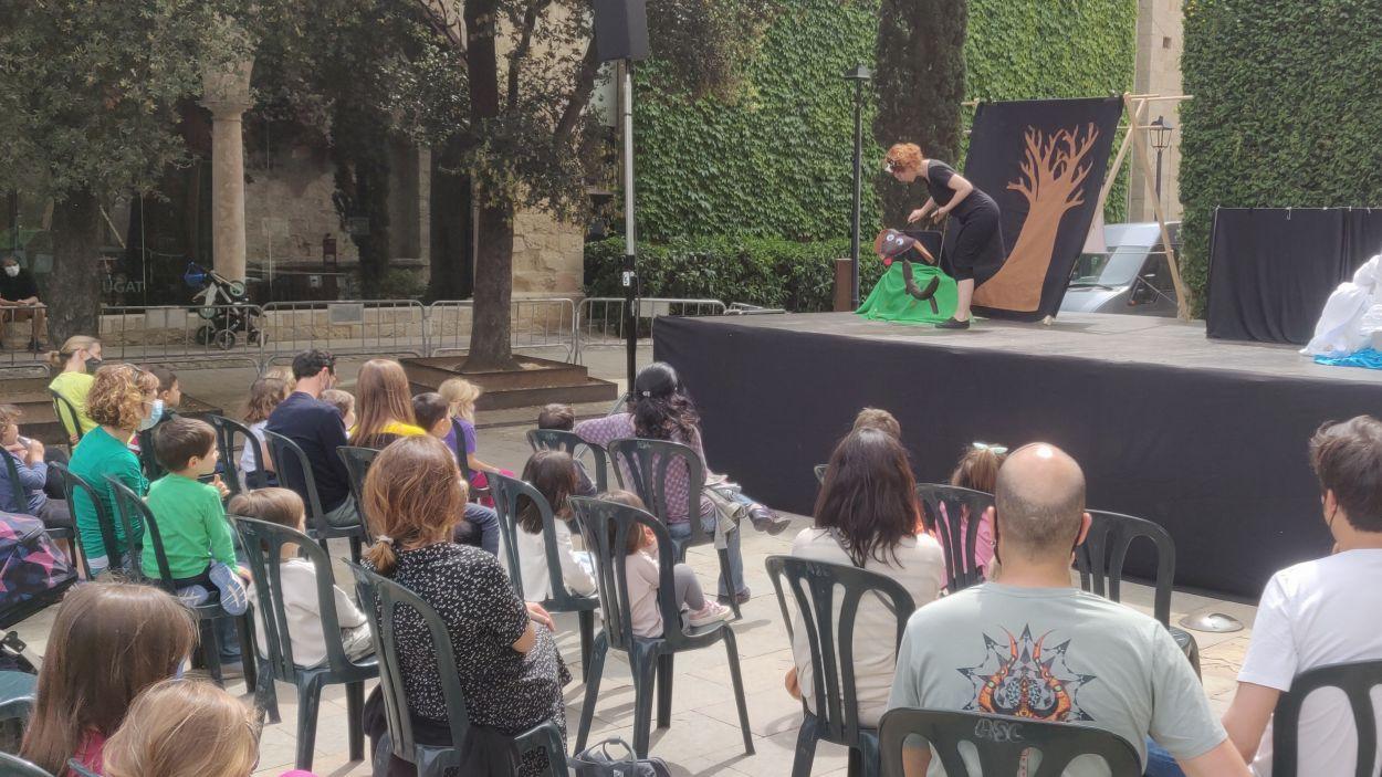 L'actuació de contes teatralitzats de Laberta Delpoblet. / Foto. Cugat Mèdia