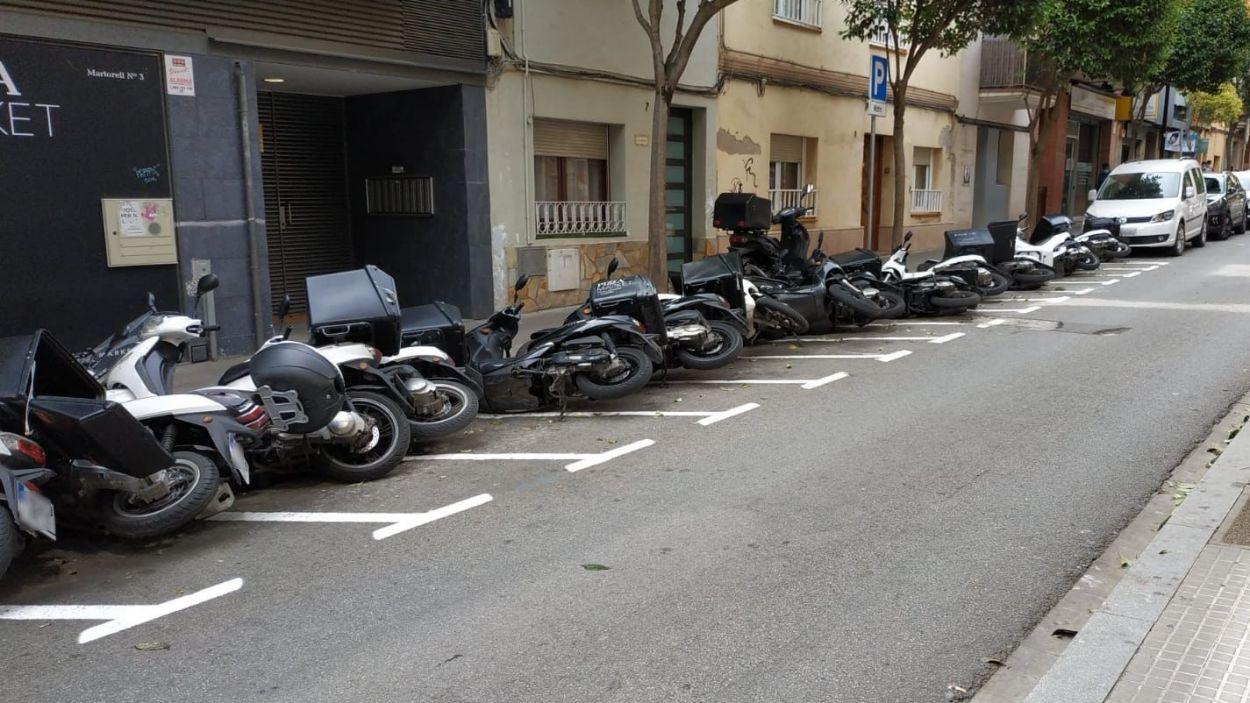 Al carrer de Martorell han tumbat 16 motos / Foto: Cedida