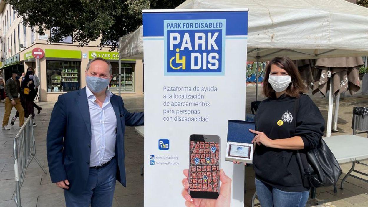'Park4dis' 'Park4dis' permet trobar places d'aparcament reservades per a persones amb mobilitat reduïda / Foto: Cugat Mèdia