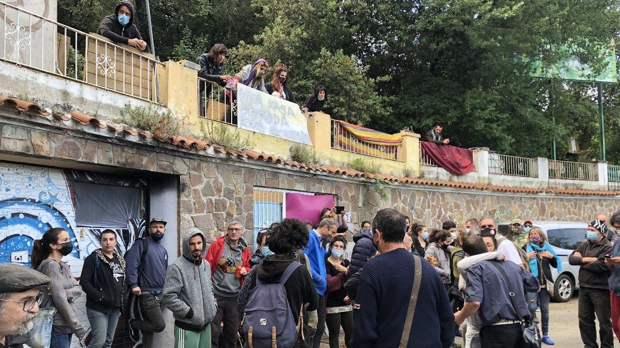Desnonament ajornat fins al juliol en una parcel·la ocupada de la Floresta on hi viuen vuit persones