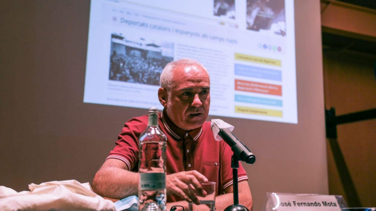 José Fernando Mota durant la xerrada al Claustre del Monestir / Foto: Lali Puig - Ajuntament de Sant Cugat