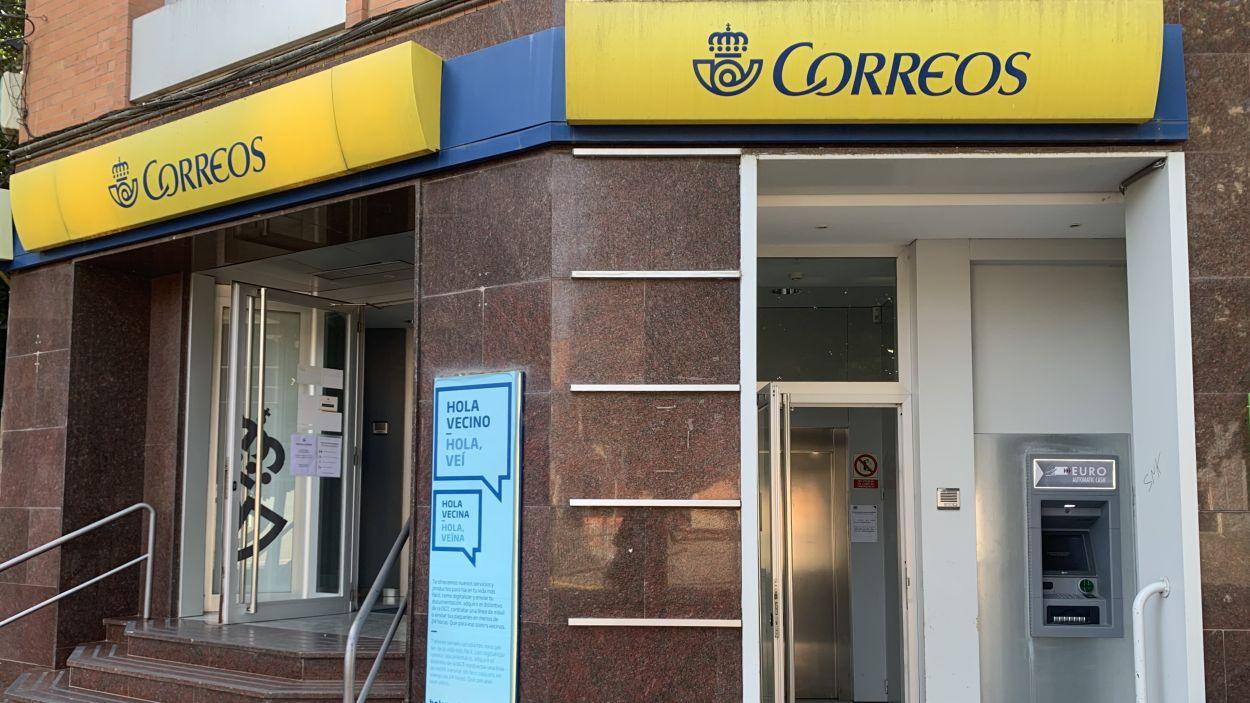 Correus instal·la un caixer automàtic a l'oficina de Sant Cugat