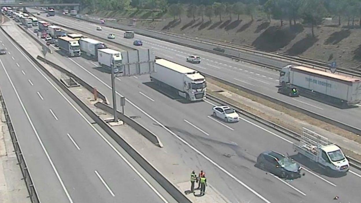 Imatge de l'accident a l'AP-7 a Sant Cugat / Foto: Servei Català de Trànsit