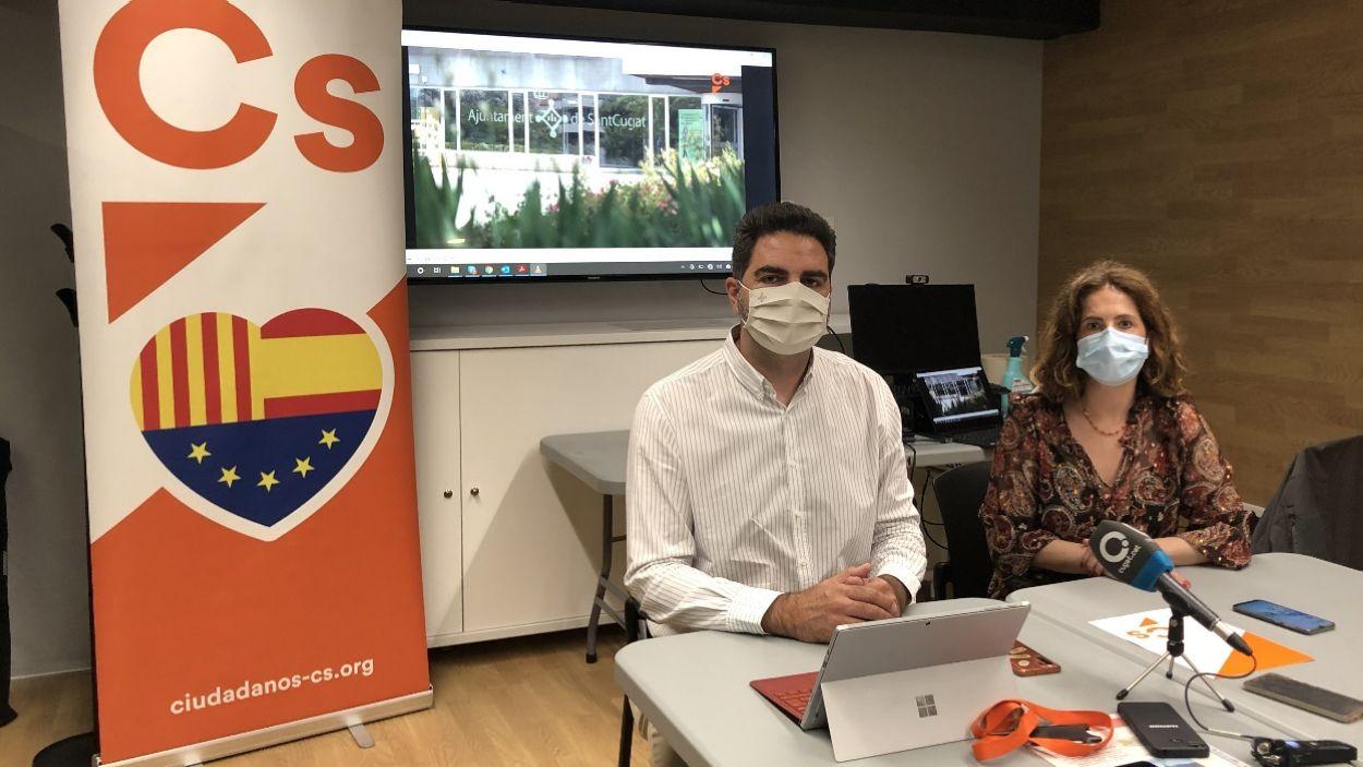 Aldo Ciprian i Munia Fernández-Jordán, regidors de Cs a Sant Cugat, en roda de premsa / Foto: Cugat Mèdia