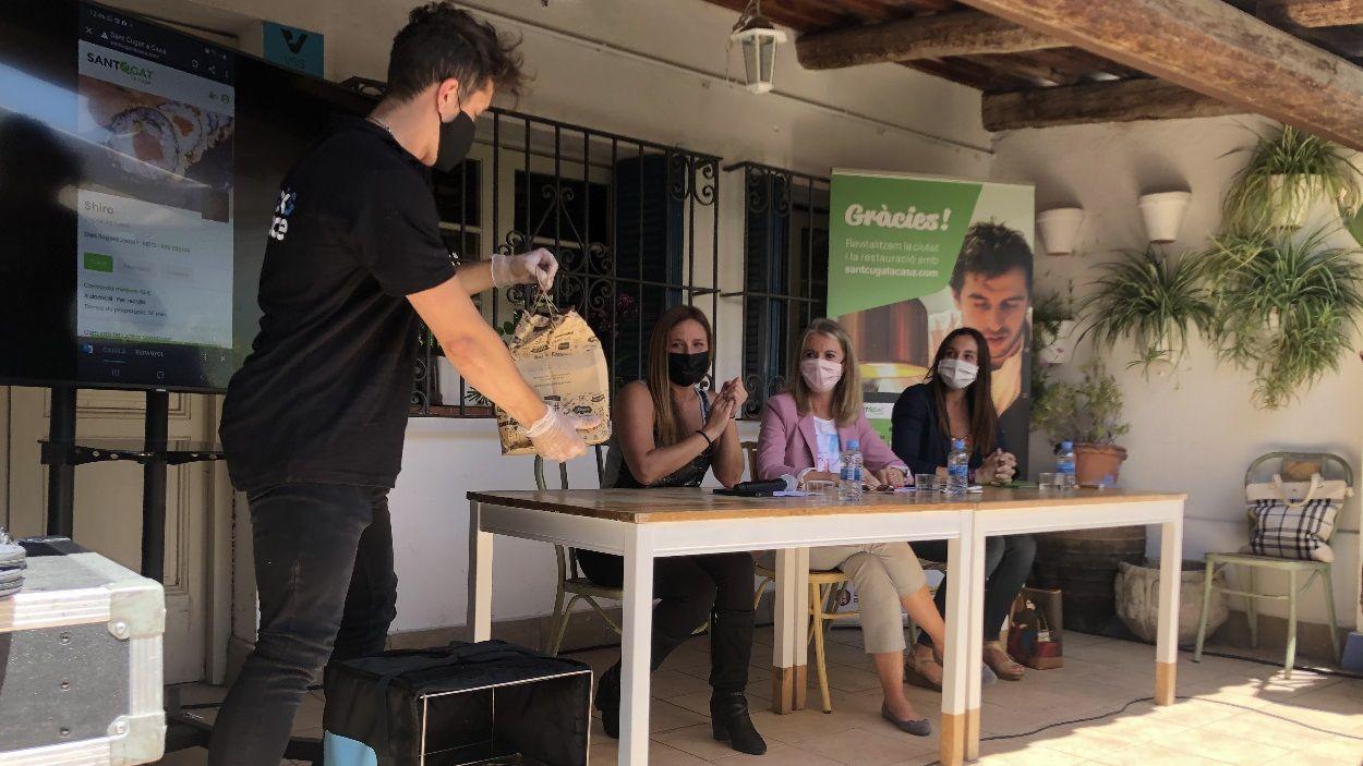 Durant la presentació s'ha fet una simulació de comanda a un restaurant de Sant Cugat / Foto: Cugat Mèdia