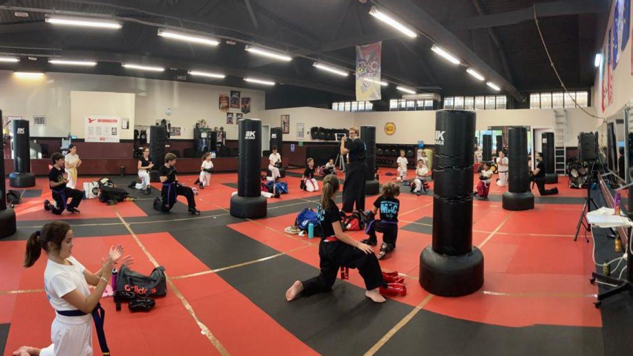 Una classe d'arts marcials en família / Foto: Cedida