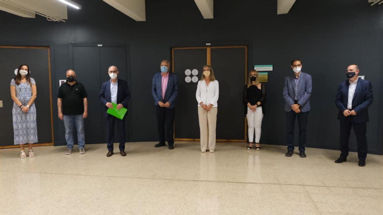 Foto de família amb els representants de les institucions implicades / Foto: Ajuntament de Sant Cugat