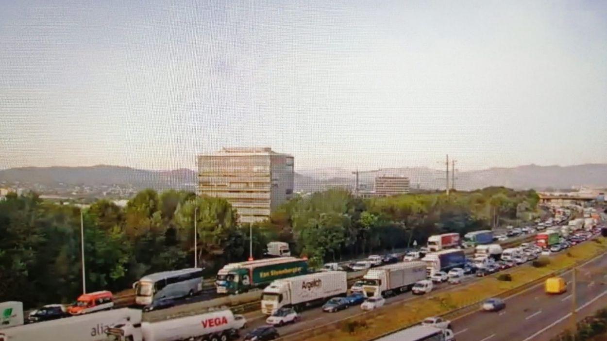 Imatge de la congestió a l'AP-7 / Foto: Trànsit