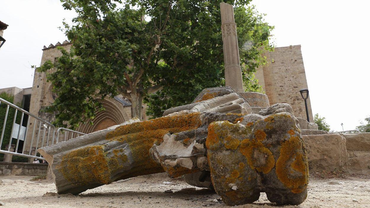 Imatge de la destrossa del monòlit de la Creu del Terme / Foto: Lluís Llebot
