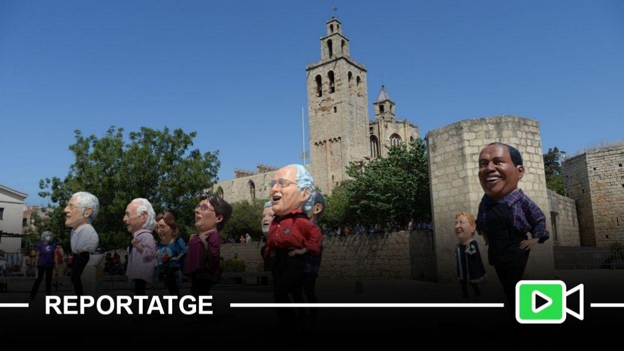 Els Caparrots de Sant Cugat a la plaça de l'U d'Octubre / Foto: Lali Puig