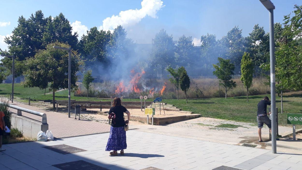 El foc s'ha produït al carrer de Vallseca / Foto: Cedida - Laia Poblet