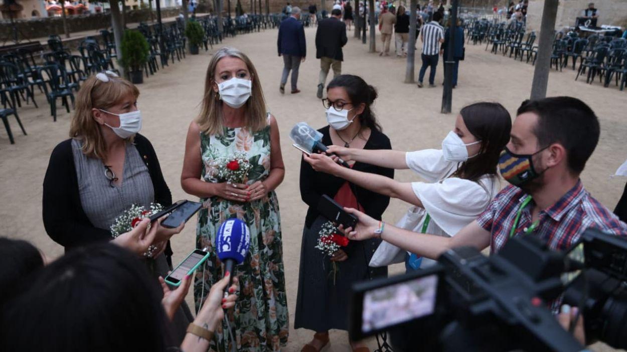 Ingla atén els mitjans, amb la consellera Garriga i la tinenta d'alcaldia Madrona / Foto: Lali Puig - Ajuntament de Sant Cugat