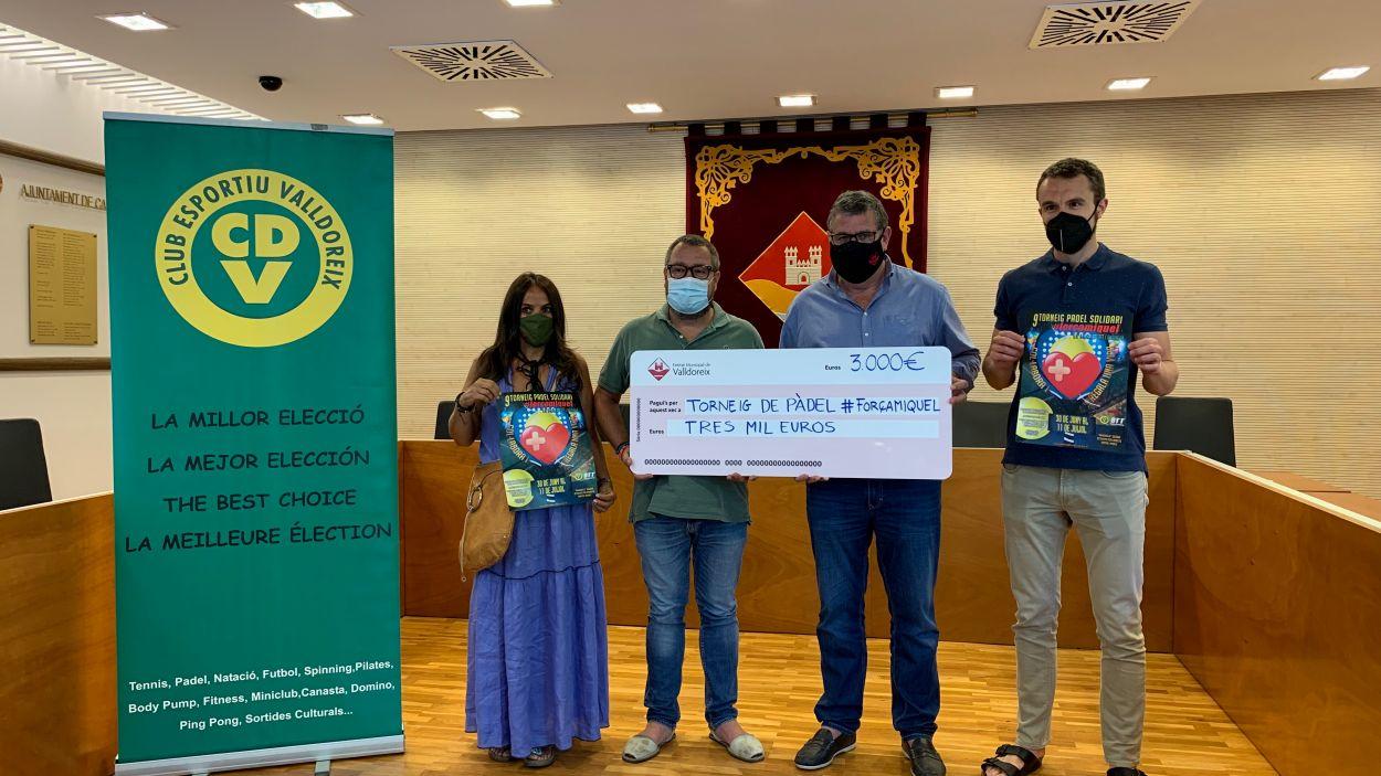 L'EMD de Valldoreix aporta 3.000 euros al torneig de pàdel soldiari 'Força Miquel' / Foto: Cugat Mèdia