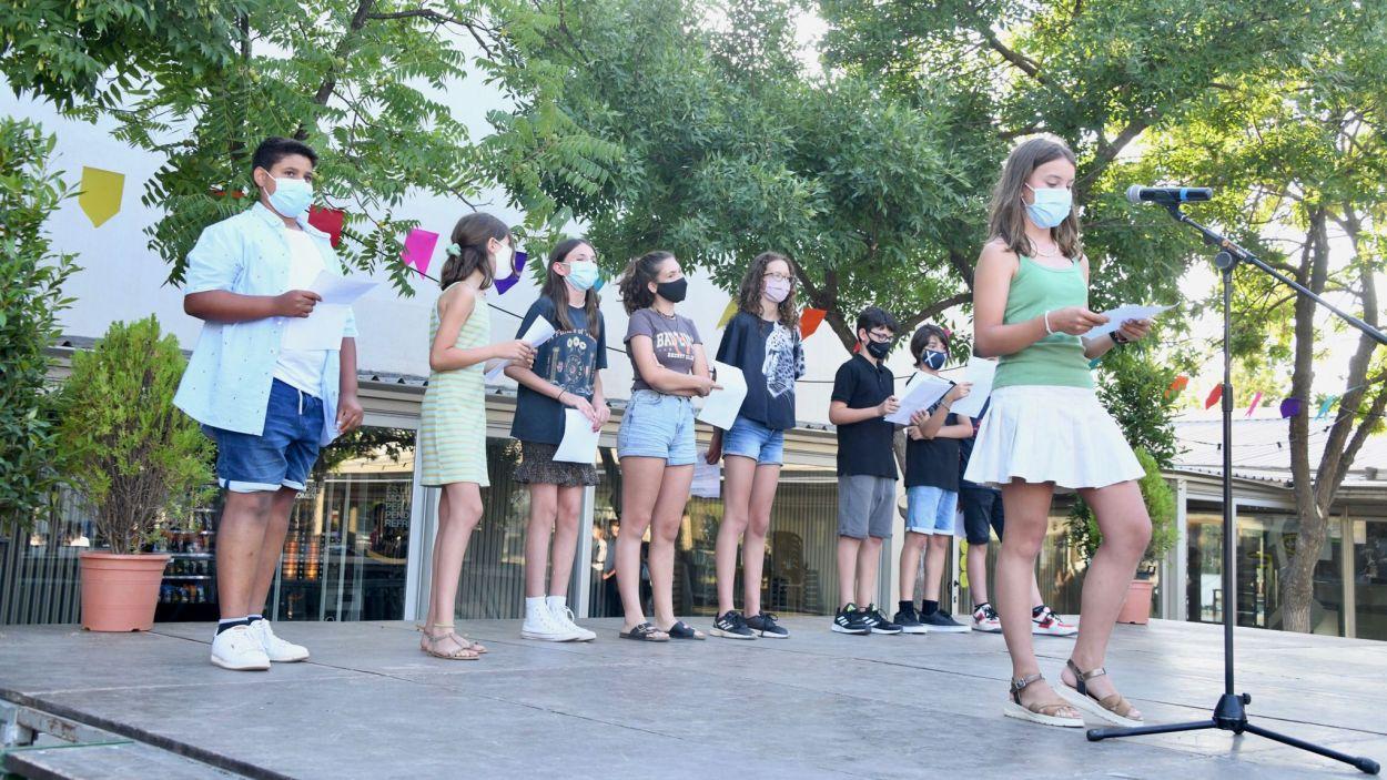 Els joves han pujat a l'escenari per engegar la gresca / Foto: Localpres - Ajuntament de Sant Cugat