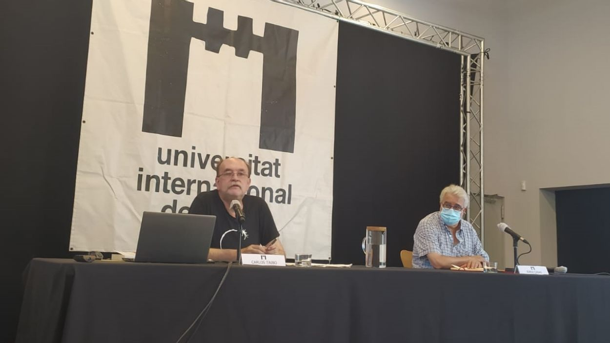 Carlos Taibo i Jordi Casas durant la xerrada / Foto: Cugat Mèdia