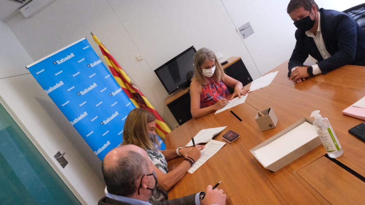 Moment de la signatura / Foto: Localpres