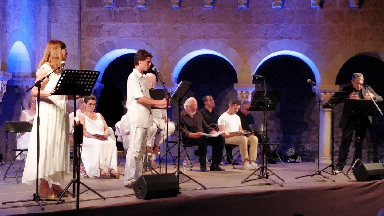 Un moment de la representació d'aquest dilluns, al Claustre del Monestir de Sant Cugat / Foto: Cugat Mèdia