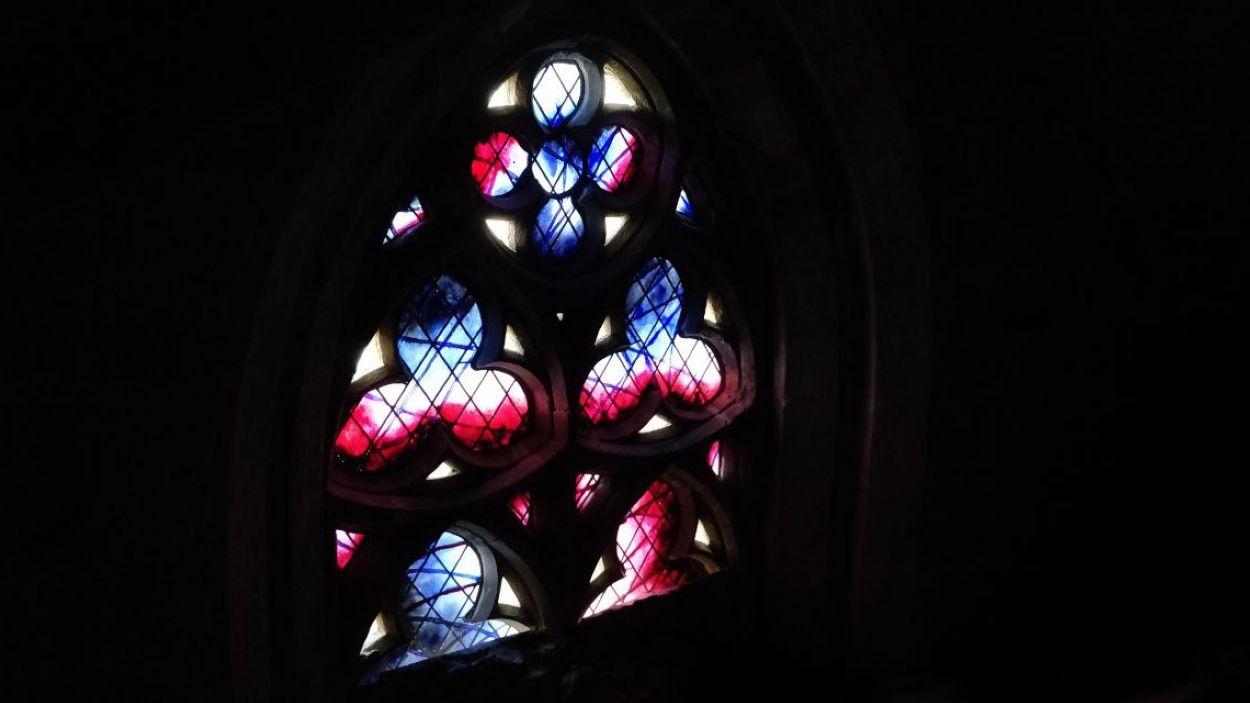 Els nous vitralls, des de l'interior de les voltes del Monestir de Sant Cugat / Foto: Cugat Mèdia