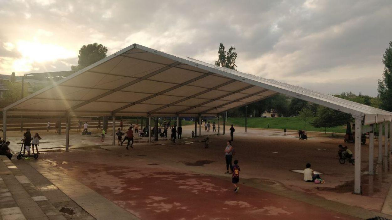 La carpa del parc de Ramon Barnils / Foto: Cugat Mèdia