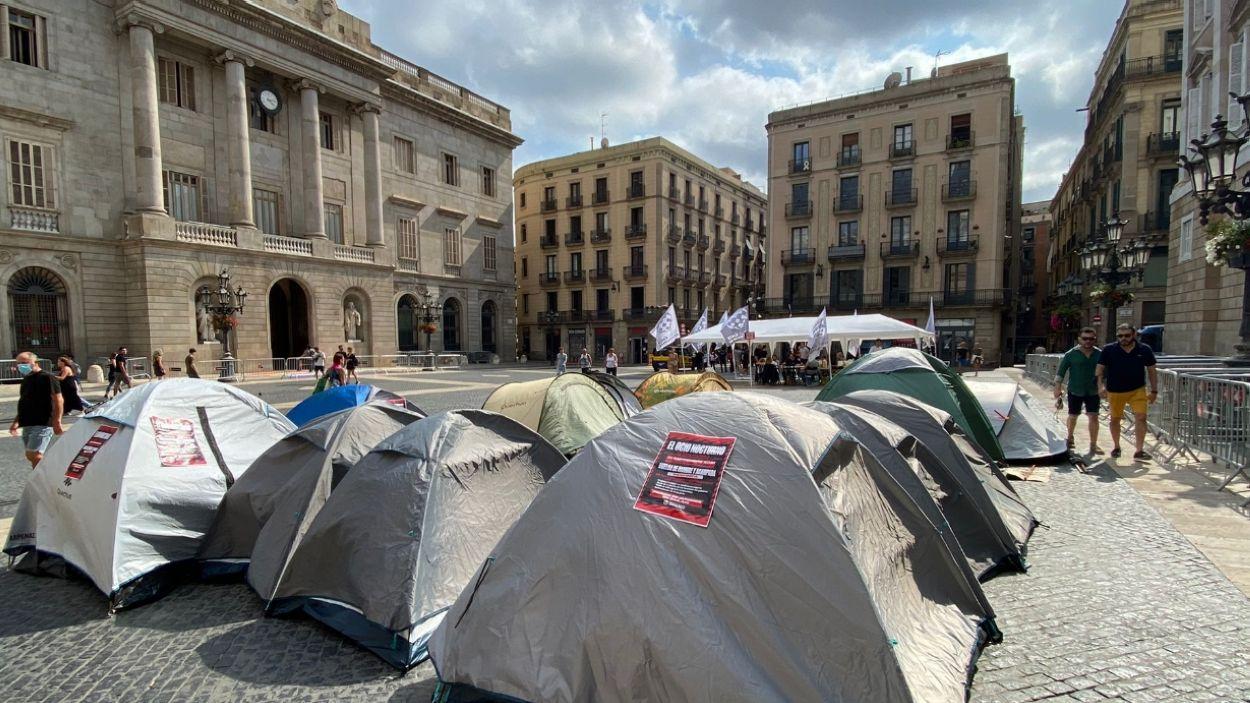 L'acampada per la reobertura de l'oci nocturn finalitza tot i la falta d'acord