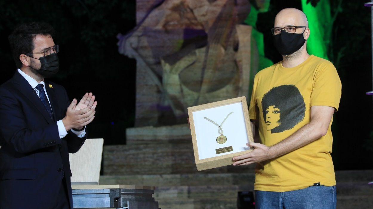 El lliurament de la Medalla d'Or a un dels fills d'Arcadi Oliveres, Bernat Oliveres / Foto: Jordi Bedmar