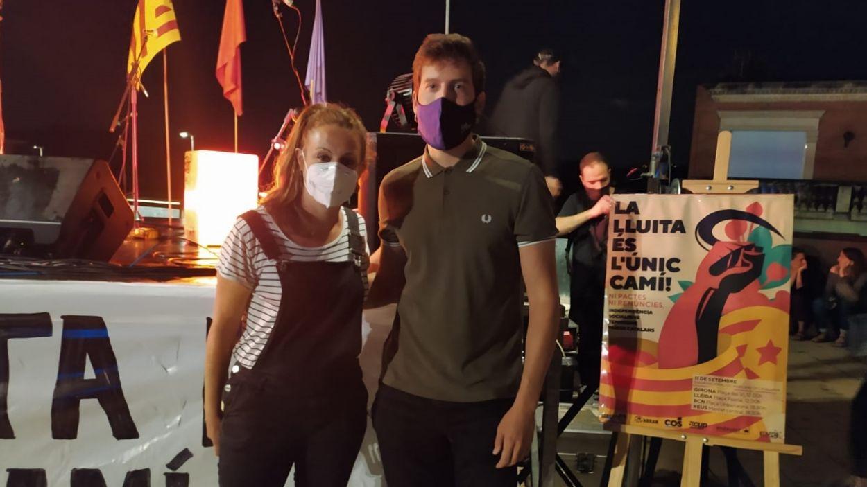 Mireia Vehí i Marco Simarro, abans de l'acte, a la plaça de l'U d'Octubre / Foto: Cugat Mèdia