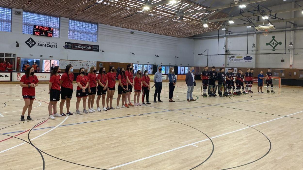 Els equips femení i masculí del Patí Hoquei Club Sant Cugat, amb el president de l'entitat, l'alcaldessa i el regidor d'esports / Foto: Cugat Mèdia