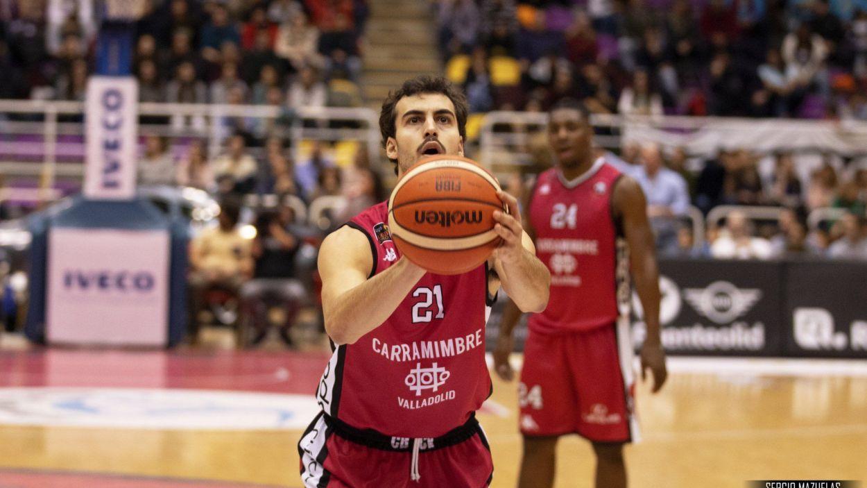 Guim Expósito en un partit de lliga al bàsquet professional / Foto: Sergio Mazuelas