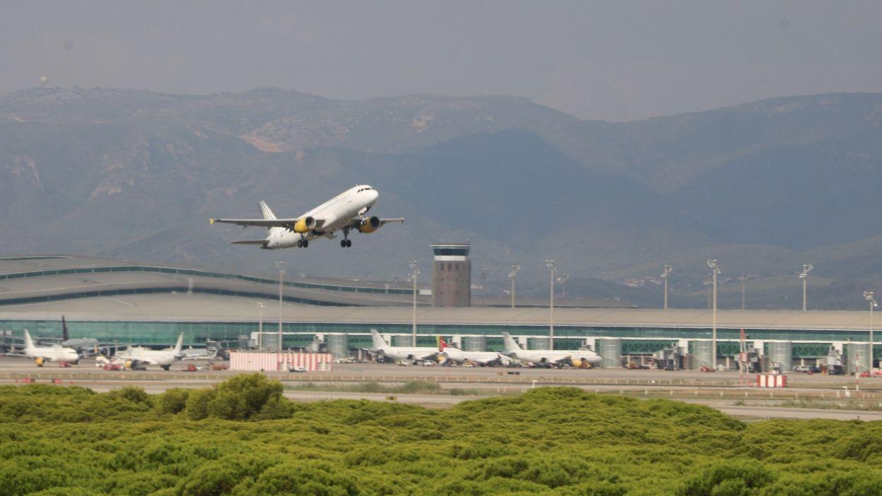 Imatge d'un avió enlairant-se a l'aeroport Josep Tarradellas Barcelona- El Prat/ Foto: ACN