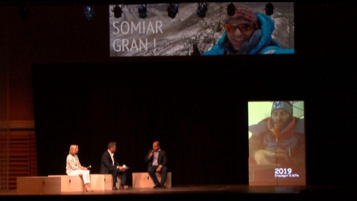 Moment de l'acte d'homenatge a l'alpinista català Sergi Mingote / Foto: Cugat Mèdia