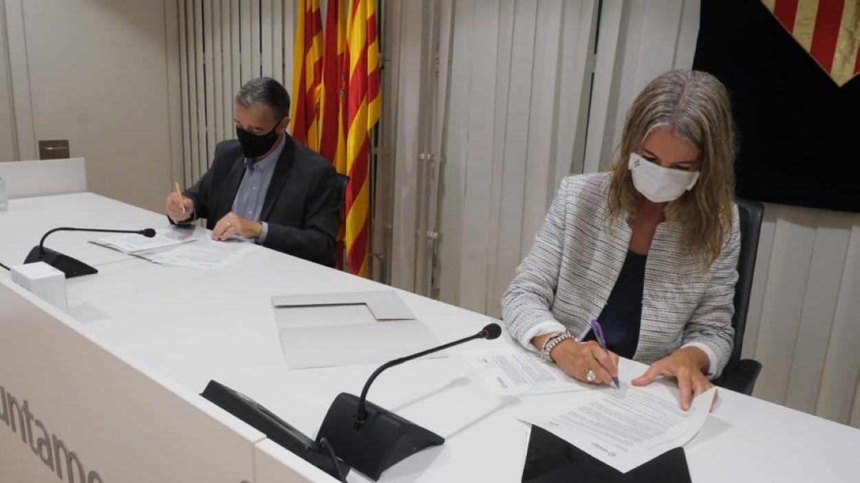 Jaume Vives i Mireia Ingla, en el moment de la signatura del conveni / Foto: Sant Cugat Empresarial