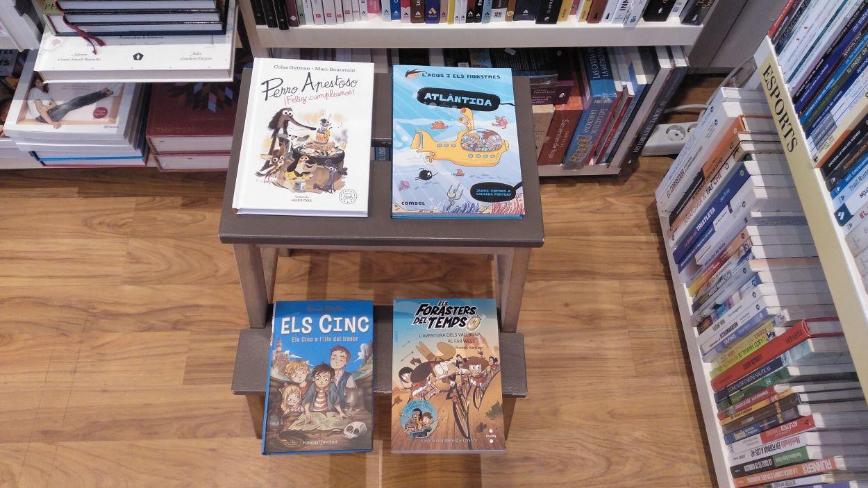 Quatre llibres infantils a la llibreria Paideia / Foto: Cugat Mèdia