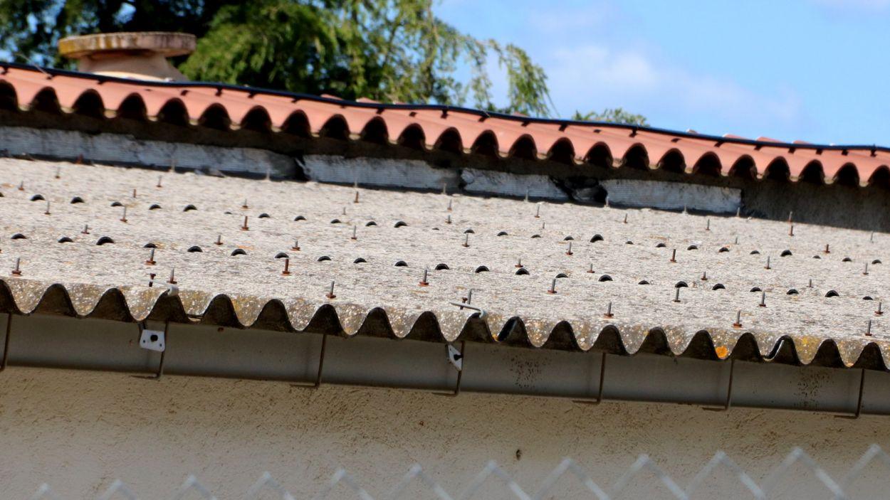 Detall d'una teulada amb amiant / Foto: ACN