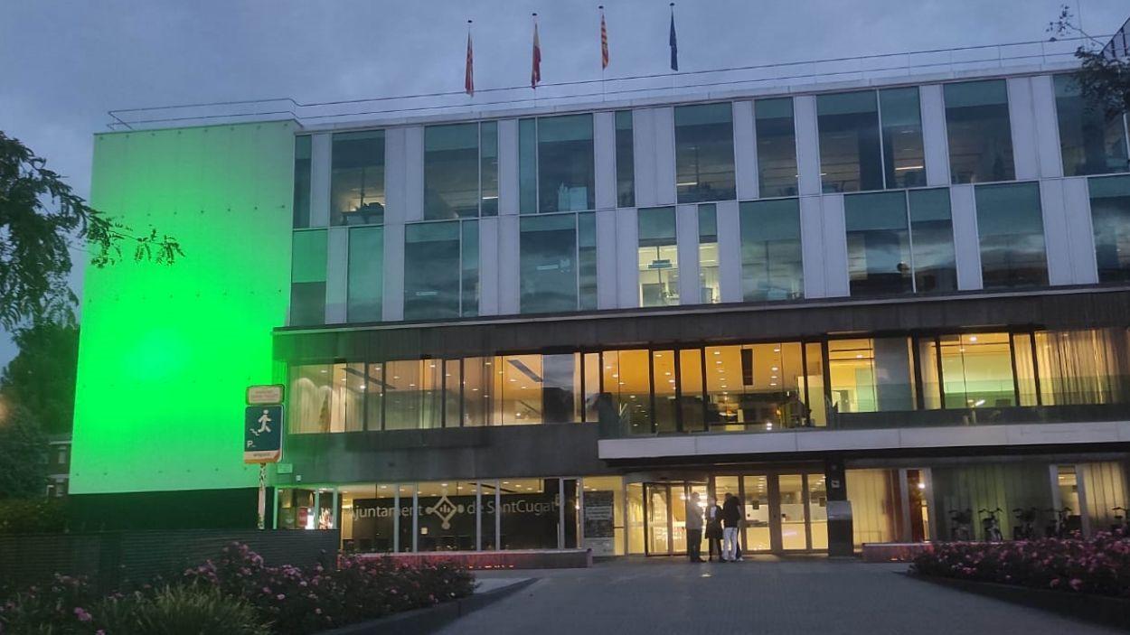 L'ajuntament s'ha il·luminat de verd per commemorar el Dia Mundial de l'Alzheimer / Foto: Ajuntament