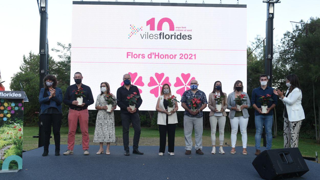 Fotografia de família dels guardonats pel moviment Viles Florides el 17 de setembre del 2021 a Cabrera de Mar / Foto: Cedida per Viles Florides a l'ACN