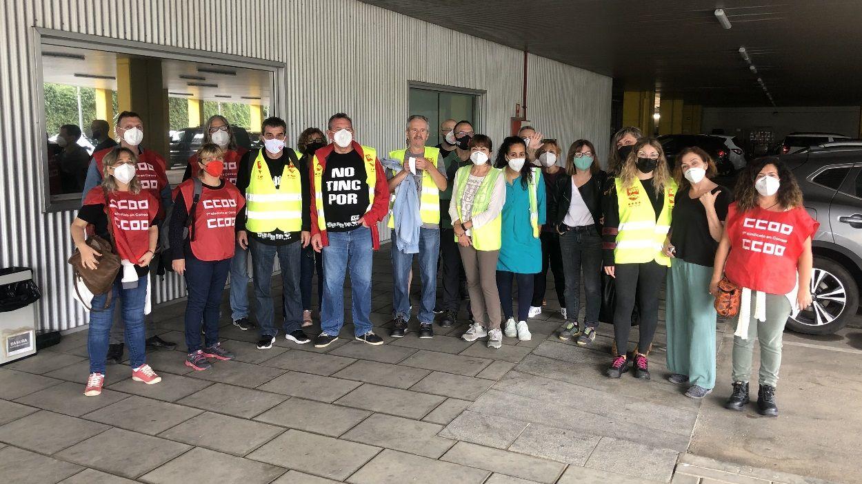 Treballadors i membres dels sindicats que han participat d'una de les aturades a Sant Cugat / Foto: Cugat Mèdia