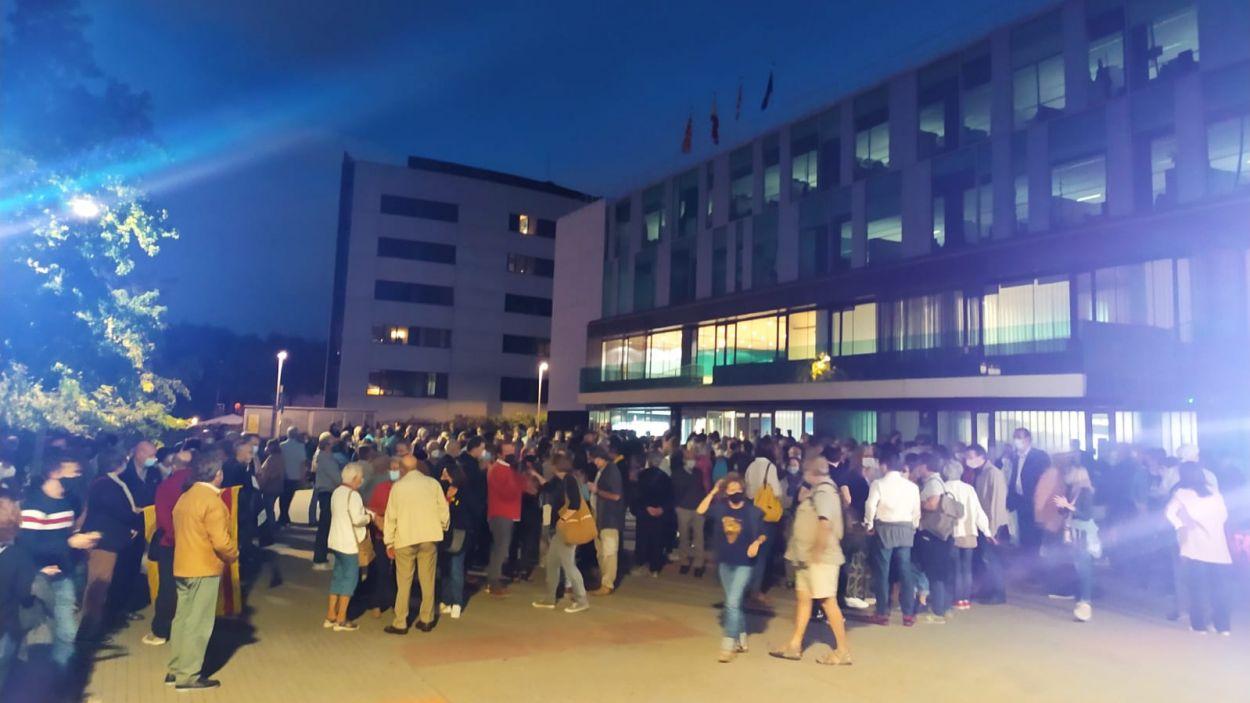 La protesta ha tingut lloc a les portes de l'ajuntament de Sant Cugat / Foto: Cugat Mèdia