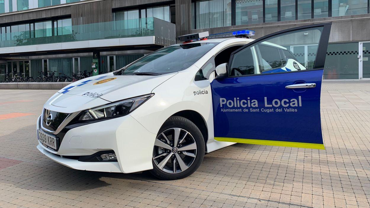 Les càmeres s'han instal·lat a dos cotxes de la Policia Local / Foto: Cugat Mèdia