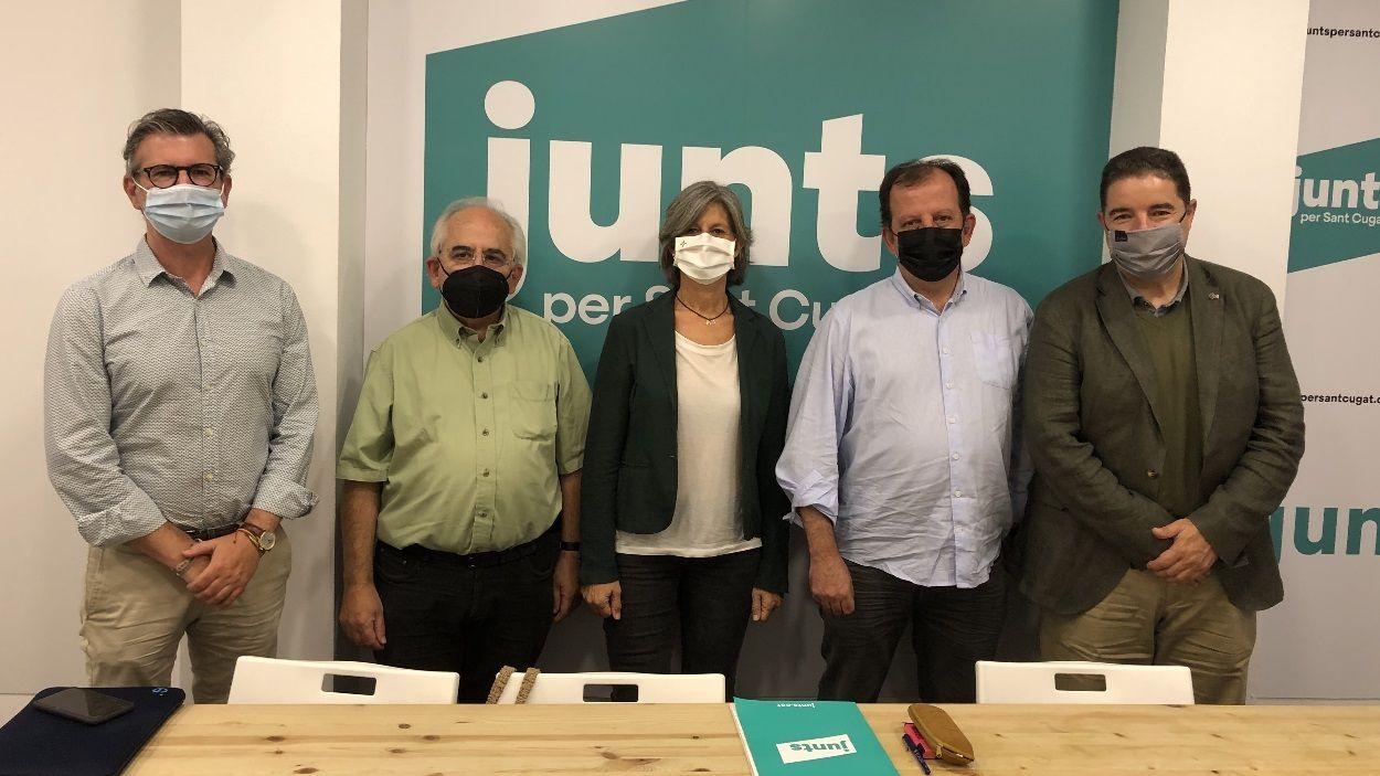 Cinc regidors del grup municipal de Junts per Sant Cugat / Foto: Cugat Mèdia