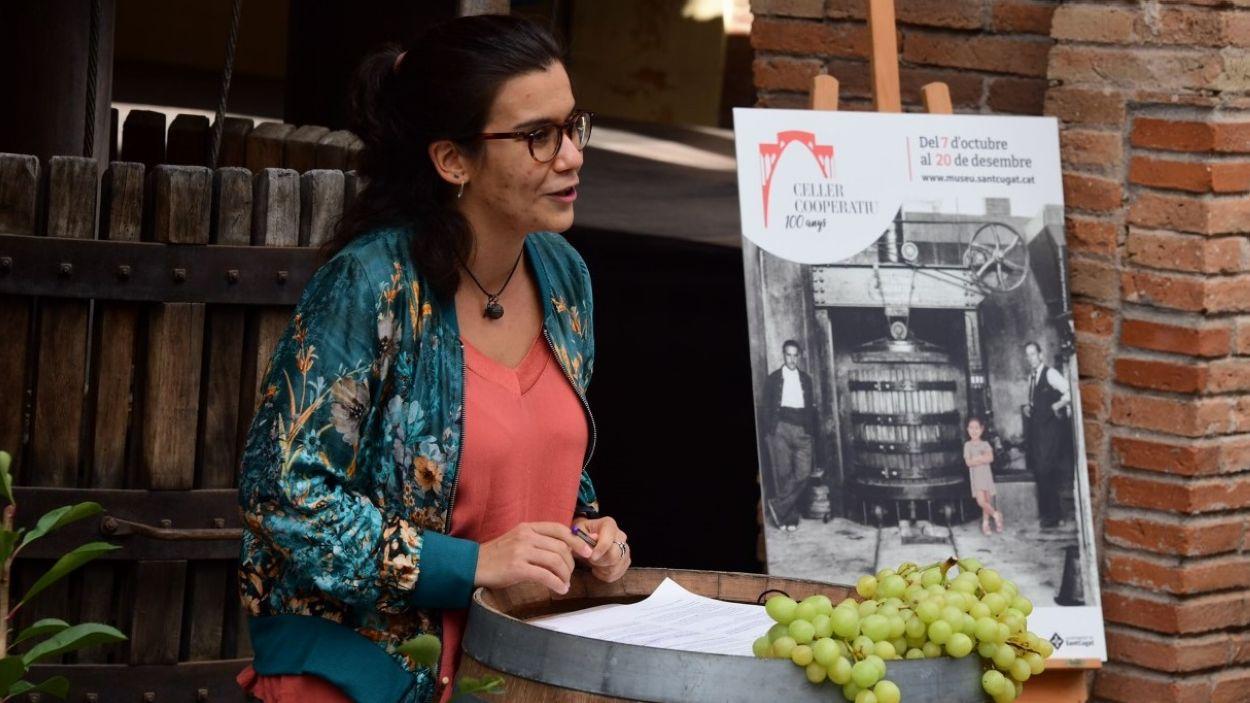 La tinent d'alcaldia de Cultura, Esther Madrona, ha presentat les accions que volen celebrar el centenari del Celler Cooperatiu / Foto: Localpress
