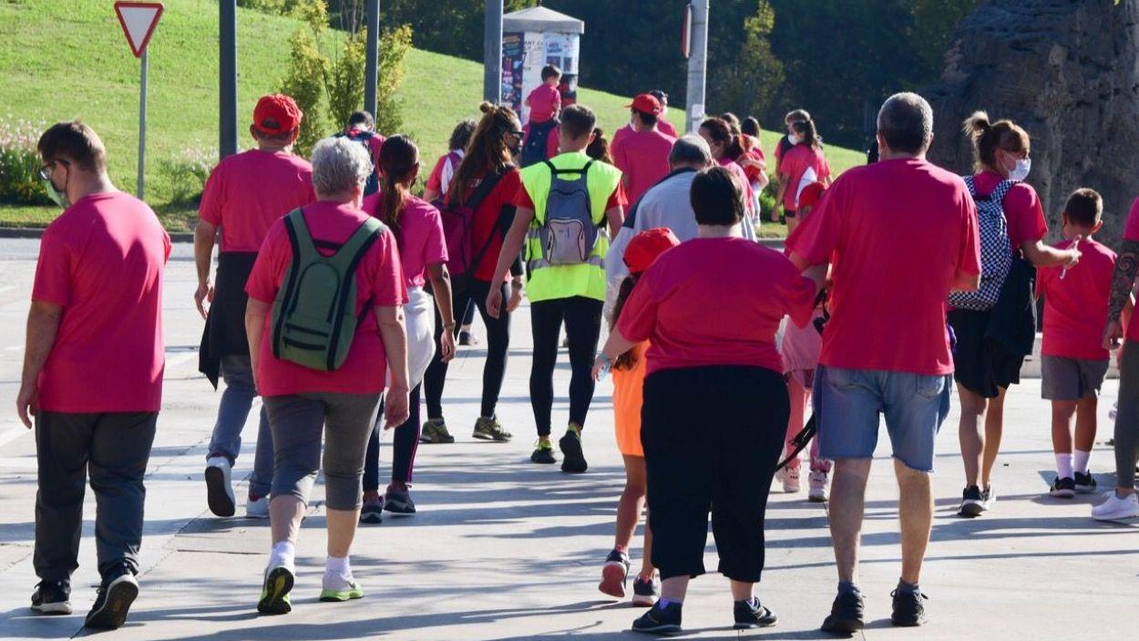 Els participants de Pas Per Tu en un moment de la caminada / Foto: Localpres