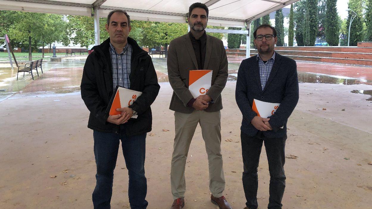 José Miguel García, vocal de Cs a Valldoreix i els regidors Aldo Ciprian i Sergio Blázquez / Foto: Cugat Mèdia