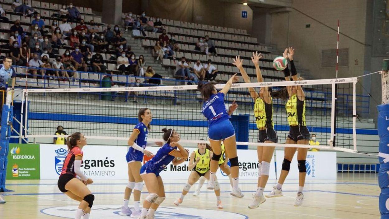 Imatge del partit entre el Leganés i el DSV- Volei Sant Cugat / Foto: RFEVB