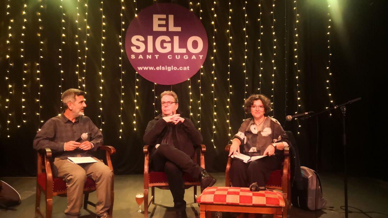 Douglas Kennedy (al centre) en la presentació del seu llibre a la llibreria El Siglo / Foto: Cugat Mèdia